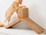 KATRIS: Two-Piece Lynks Cat Scratcher