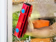 The Glider: Magnetic Window Cleaner