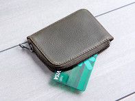 Capra Leather: Leather Zippered Card Holder
