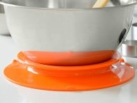 Staybowlizer: Mixing Bowl Holder