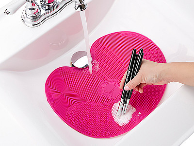 Sigma Spa®: Brush Cleaning Mat