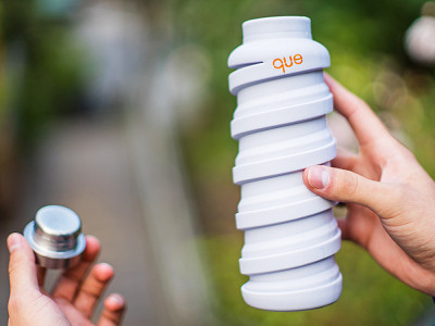 que: Collapsible Silicone Water Bottle