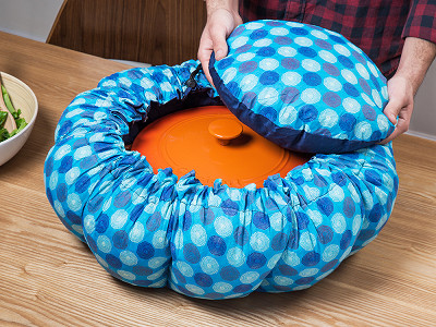wonderbag: Large Portable Insulated Slow Cooker