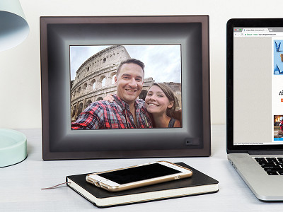 Aura: Smart Connected Picture Frame
