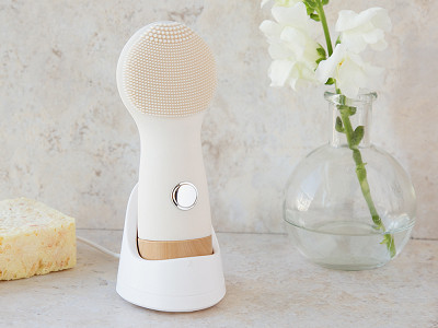 Nion Beauty: Luxe Silicone Electric Face Brush