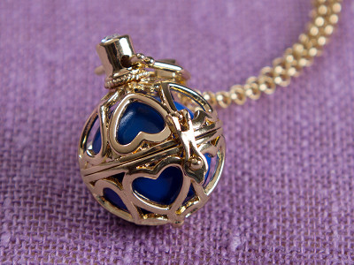 Yourself Expression: Heart to Heart Angel Locket